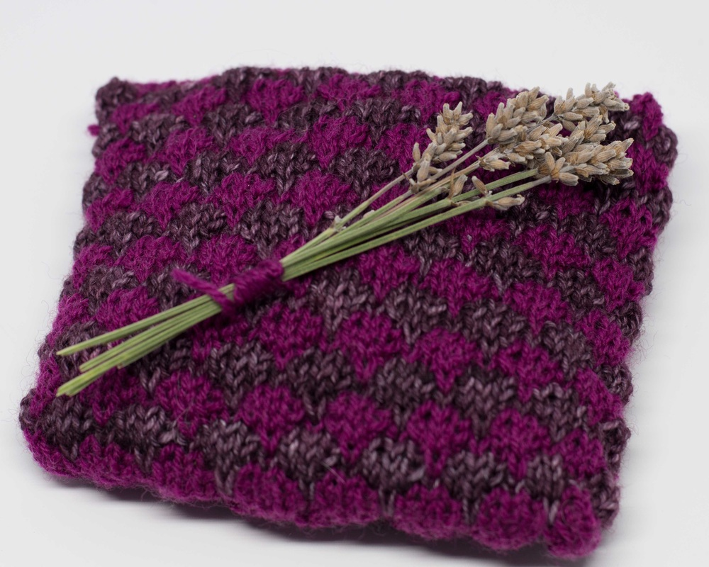 Get this free pattern for lavender sachets - great for stashbusting leftover sock yarn!